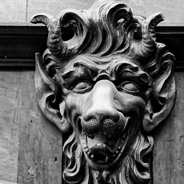 Grotesque sculpté de la salle du conseil de la mairie d'Aix-en-Provence par Ddeveze CC-BY-SA 4.0